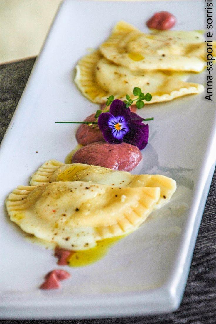 ANNA-SAPORI E SORRISI: Ravioli al taleggio con salsa di pere al barolo