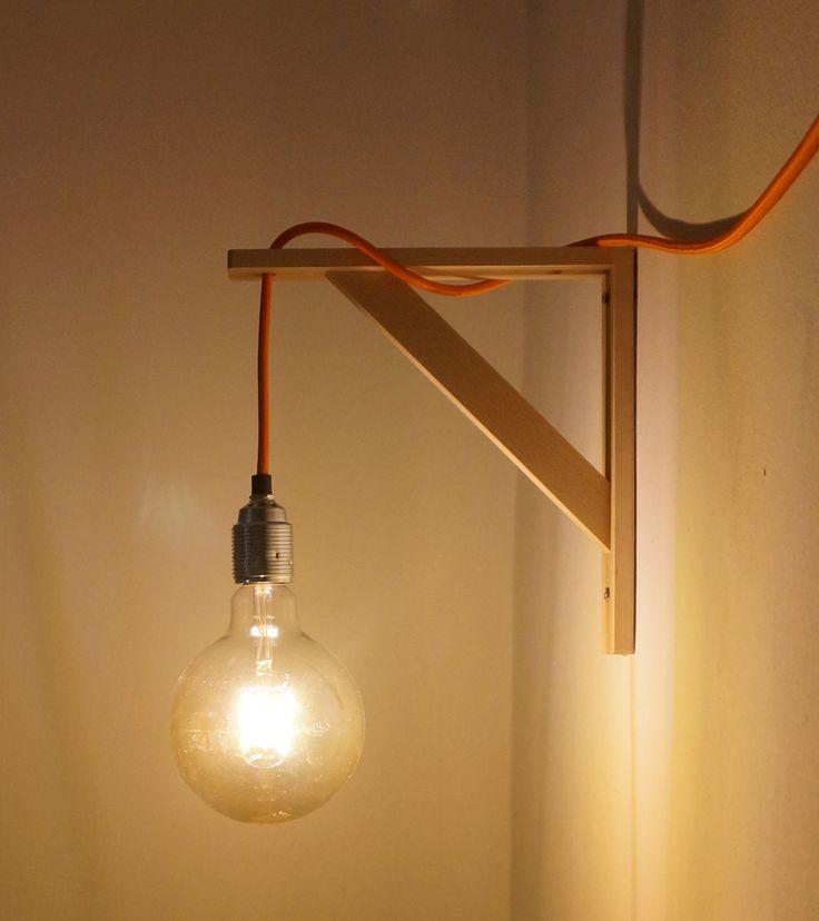Niet langer kun je alleen bij de Zweedse winkelgigant met blauw-geel logo terecht voor verlichting die je zelf nog in elkaar moet zetten. Anno 2017 is DIY helemaal hip & happening. DIY staat voor Do-It-Yourself, oftewel: doe het lekker zelf maar! Je koopt allerlei verschillende onderdelen en zet de lamp zelf in elkaar. In deze blog wordt uitgebreid uitgelegd hoe je een volledig gepersonaliseerde wandlamp zelf kunt maken voor nog geen €50,-. De materialen die gebruikt worden om deze…