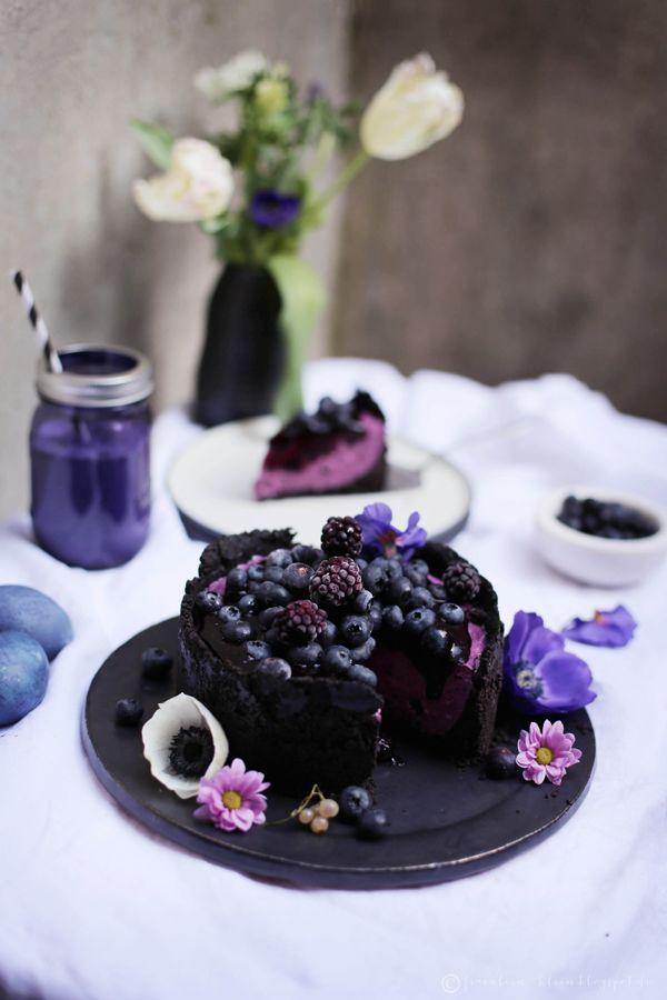 Fräulein Klein : No-Bake Oreo-Cheesecake mit gewürzten Heidelbeeren • natürlich gefärbte Eier