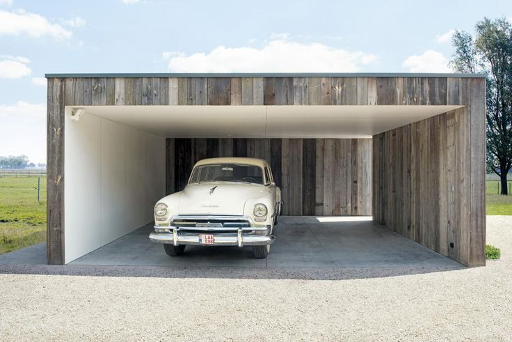 Een moderne carport in hout van Livinlodge PURE is functioneel, tijdloos en uiterst duurzaam. De combinatie van onze vakkennis en de uitstekende samenwerking met toonaangevende architecten en producto