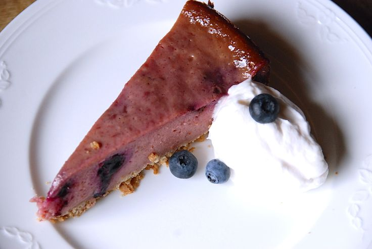 Yummy berry jam cheesecake - vegan, simple and tastes like summer! http://vegaensch.com/2014/10/23/berry-jam-cheesecake/