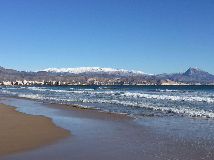 Feliz domingo Familia! Los contrastes de #Alifornia son sorprendentes. Verdad, verdadera. 🌄❄️⛄️🌀🌦😍 #Alicante #CostaBlanca 