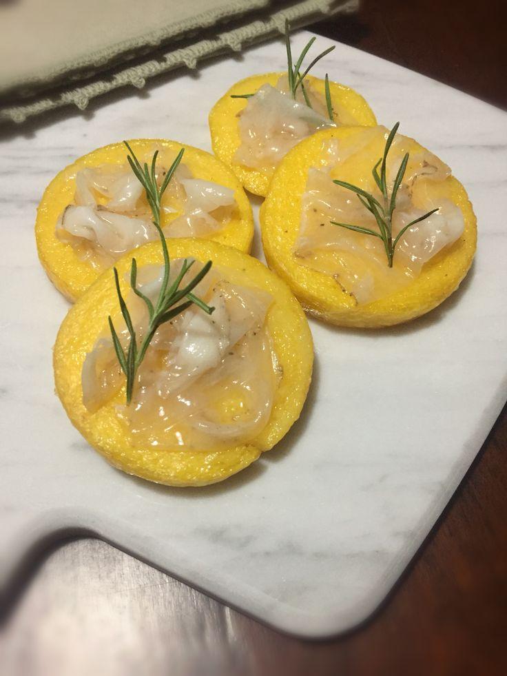 Crostino di polenta e Lardo di Colonnata Igp, un piatto semplice e goloso dedicato ai produttori del lardo di Colonnata che ho conosciuto