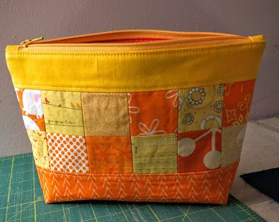 Dizzy Quilts: Sunny Zipper Pouch