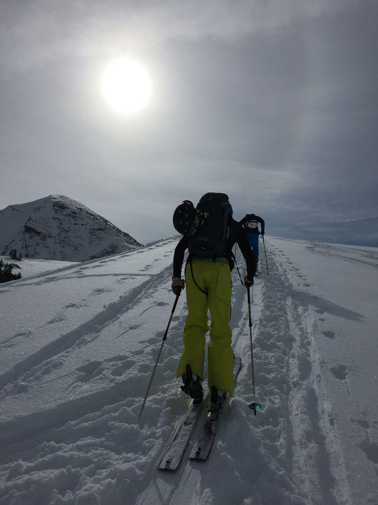 Skitouring, czyli na nartach w obie strony. http://womanmax.pl/skitouring-czyli-nartach-obie-strony/