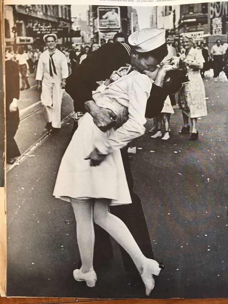 Life Magazine September 15 1966 Times Square Sailor Nurse Kiss Greta Friedman | eBay