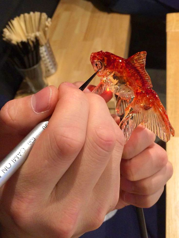 в маленькой японской кондитерской, делающей из сахара и карамели реалистичных морских обитателей