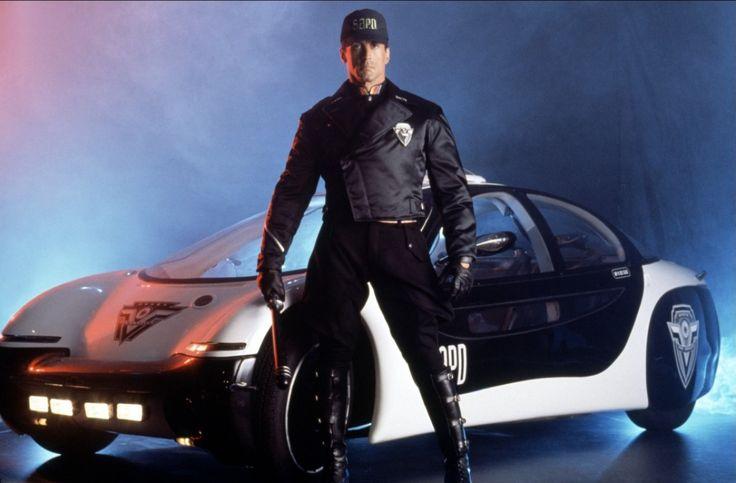 Demolition Man (1993) - Policing in 2032.