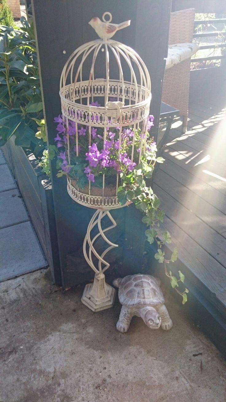 Genbrug. En lysestage og et fuglebure og du har noget helt nyt