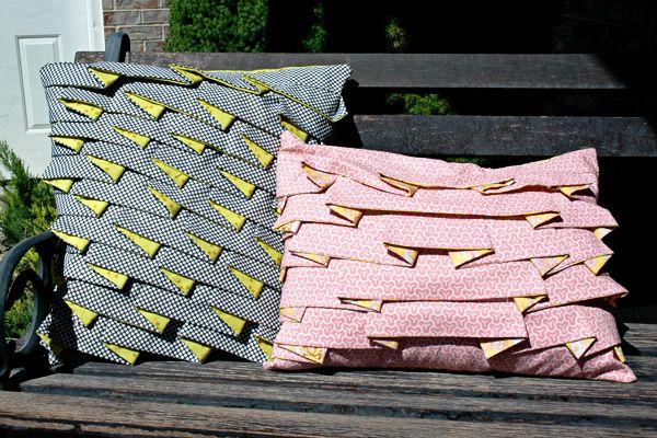 Стильная подушка со складками