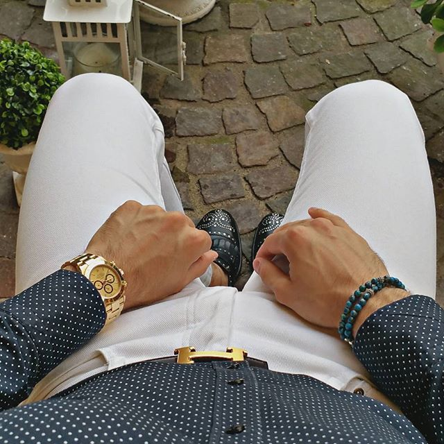 Good evening my friends, ✨tonight I want to challenge the weather wearing white jeans! Bracelet credit: @atolyestone ⚪ ⭐ ⚪ ⭐ ⚪ #menstyle #wristgame #watchaddict #reloj #vintagerolex #rolexwatch #shirt #essentials #vintagedaytona #swissmade #MONDANI #hermesbelt #bracelet #hermesbuckle #watchlover #hermes #watch #italian #rolexdaytona #watches #rolexero #outfit #italiansdoitbetter #orologio #b1948 #mens #manfashion #jeans