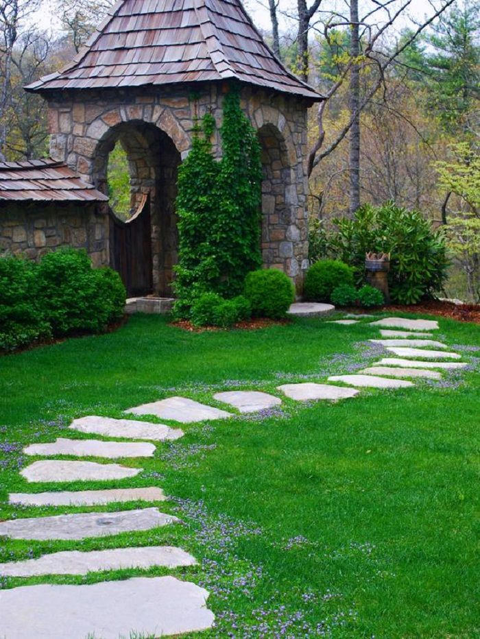 Design Ideas For Beautiful Garden Paths: Highlands Granite Steppingstones  Undulate Across A Fescue Lawn And Beckon Toward The Gate In The Distance.