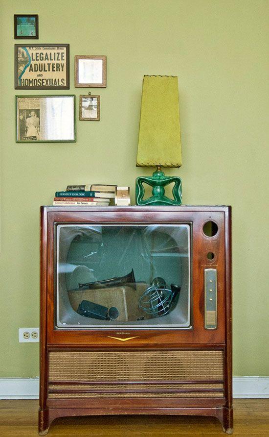 .: Lamps, Ideas, Liz Cooking, Tv Cabinets, Old Tv, Display Cases, Art Arrangements, Tvs, Design