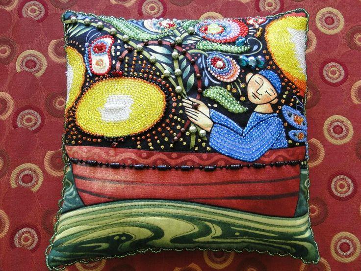 Яркие подушки, расшитые бисером. Обсуждение на LiveInternet - Российский Сервис Онлайн-Дневников