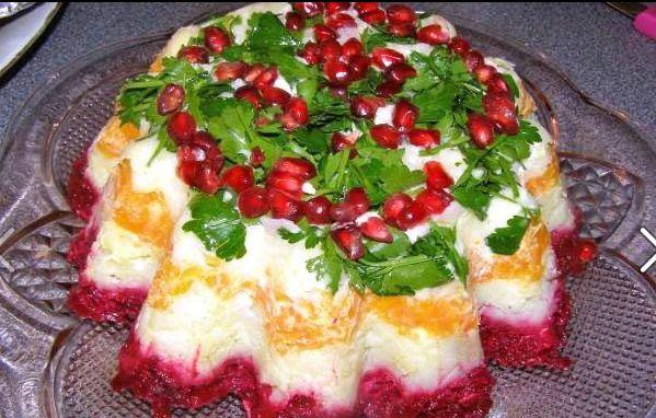 Κρύα πεντανόστιμη σαλάτα που σερβίρεται σαν τούρτα, με πατάτες, καρότα, παντζάρια, αυγά και μαγιονέζα. Ιδανική για χριστουγεννιάτικο τραπέζι!