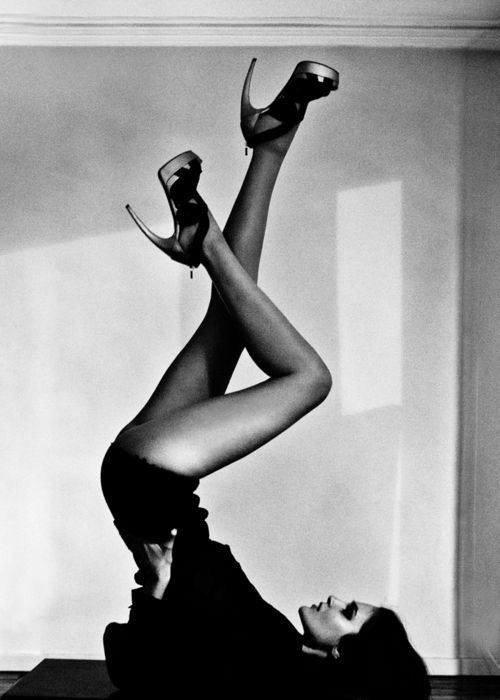 Black outfit, high heels and yoga pose - everything I like is in this picture!