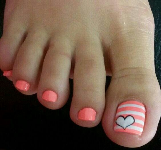 Pretty Summer pedicure