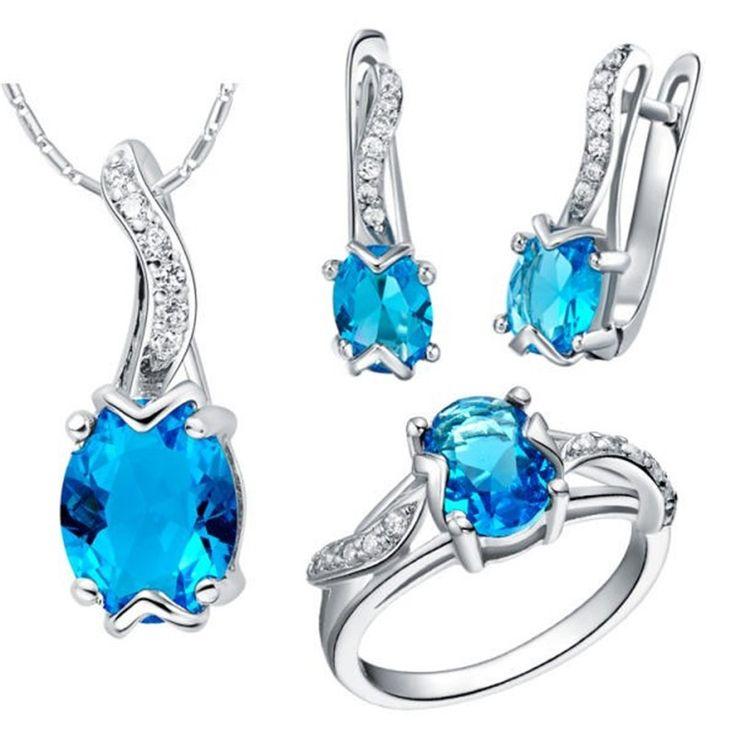 set bijuterii cu cristale albastre http://www.bijuteriifrumoase.ro/cumpara/set-bijuterii-ocazie-3464