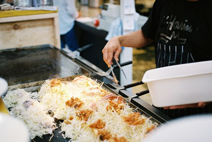 Lindsay Interview | Mastering Hiroshima-style Okonomiyaki with Fumio Tanga | Photo by Beth Wilkinson for Lindsay