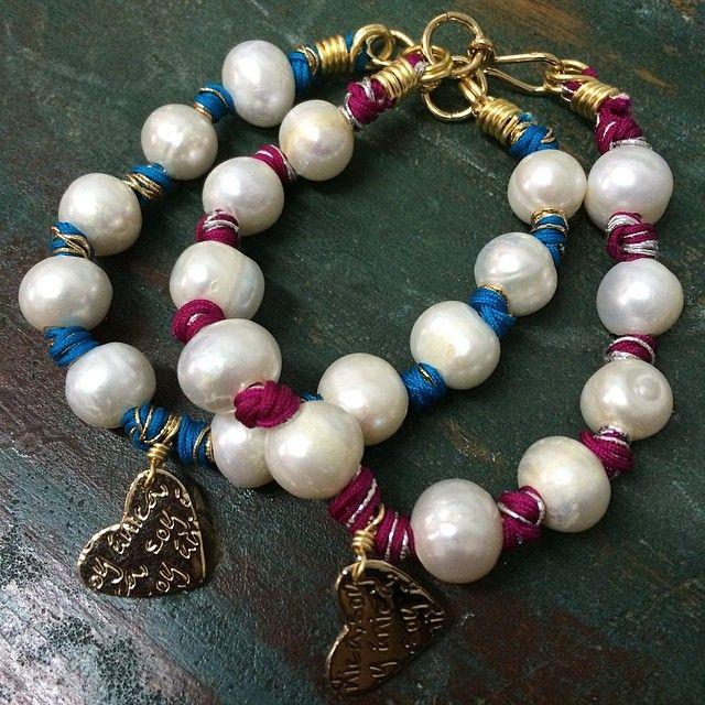 Perlas con nudos de color y corazón mini