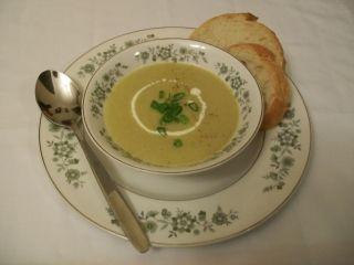Meilleure vichyssoise (crème de poireaux). Remplacer bouillon par bouillon légumes.