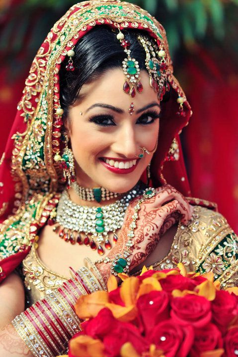 I love LoVE Indian wedding. the jewelry. mughal period all the way.
