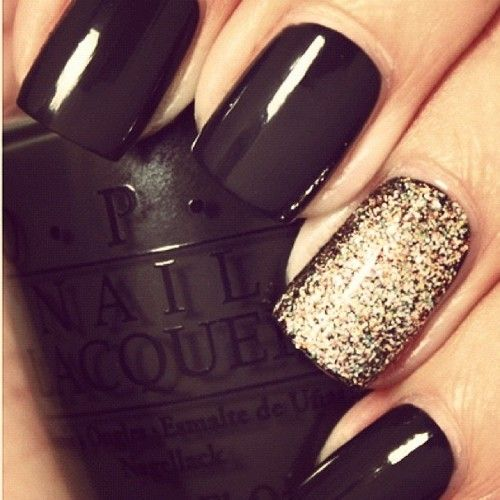 Gold glitter & black. I'm gonna try this, but holding off until summer when I'm tan. Black nails make me look even more pale in the winter.