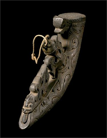 un Powder Horn  Batak tribe,  Sumatra, Indonesia 19th Century Previous…