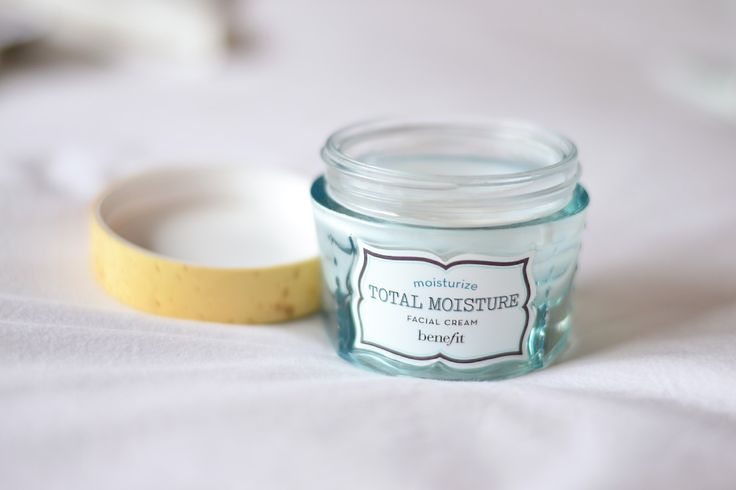 Benefit Cosmetics Total Moisture Facial Cream. Best moisturiser for your skin care routine. Double click for a full review. skin care routine - benefit cosmetics - total moisture - facial cream