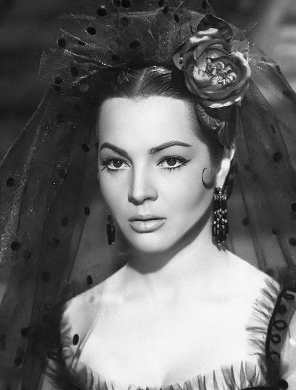 """Sara Montiel in the Spanish film """"Carmen, la de Ronda"""" (Devil made a woman), 1959. A girl against Napoleon"""