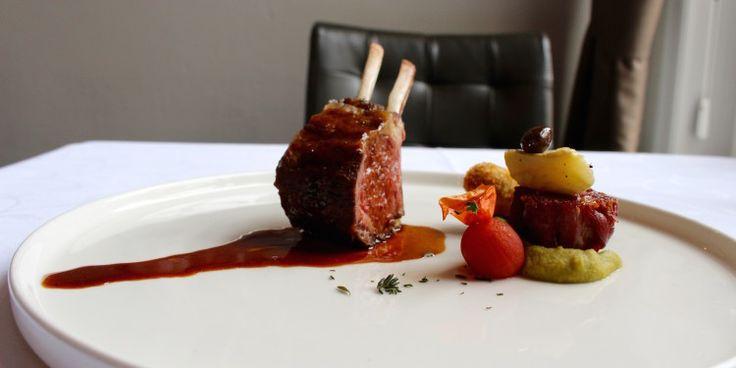 Rack & nek van lam met aubergine, knoflook, hummus en artisjok, Restaurant Hemingway, Bergen op Zoom.