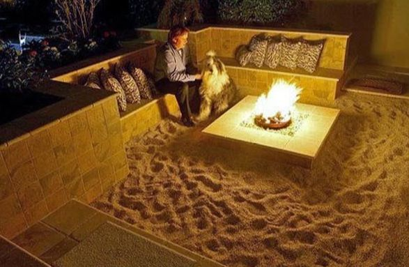 Backyard fire pit w/ sand. Makes me feel like I would be having a beach bonfire in my own backyard.