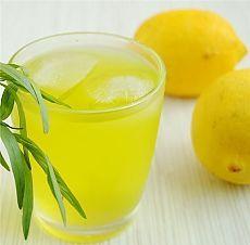 Лимонный напиток с мятой.