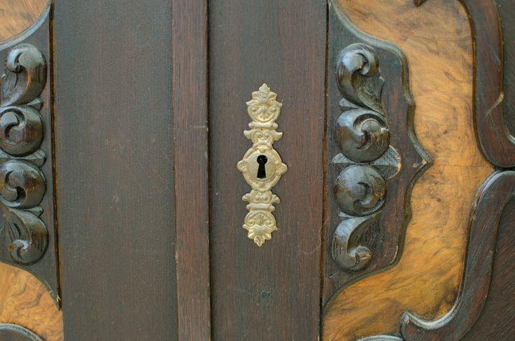 Jedno z drzwi na terenie Dedek Park.