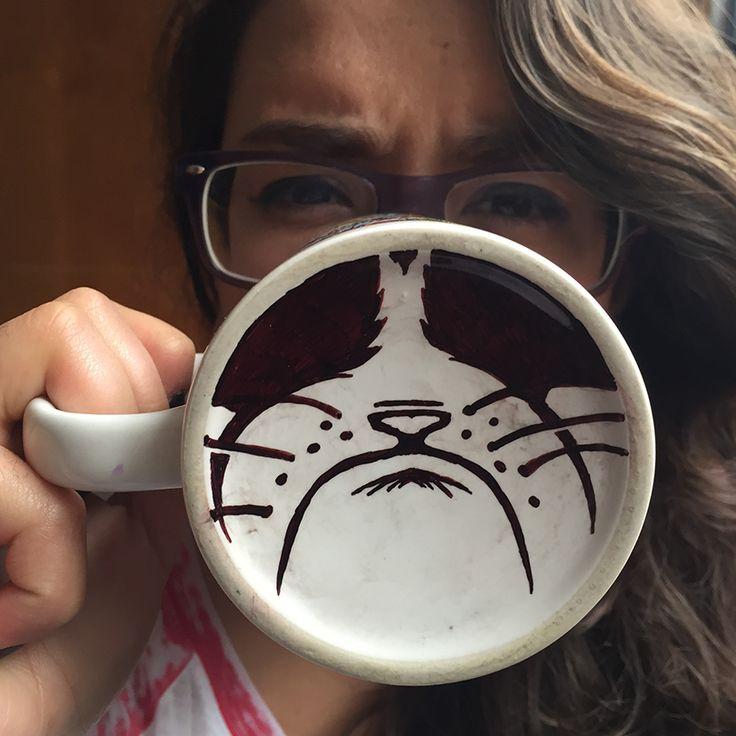 Convierte una taza cualquiera en la taza más divertida con tus marcadores Artline.