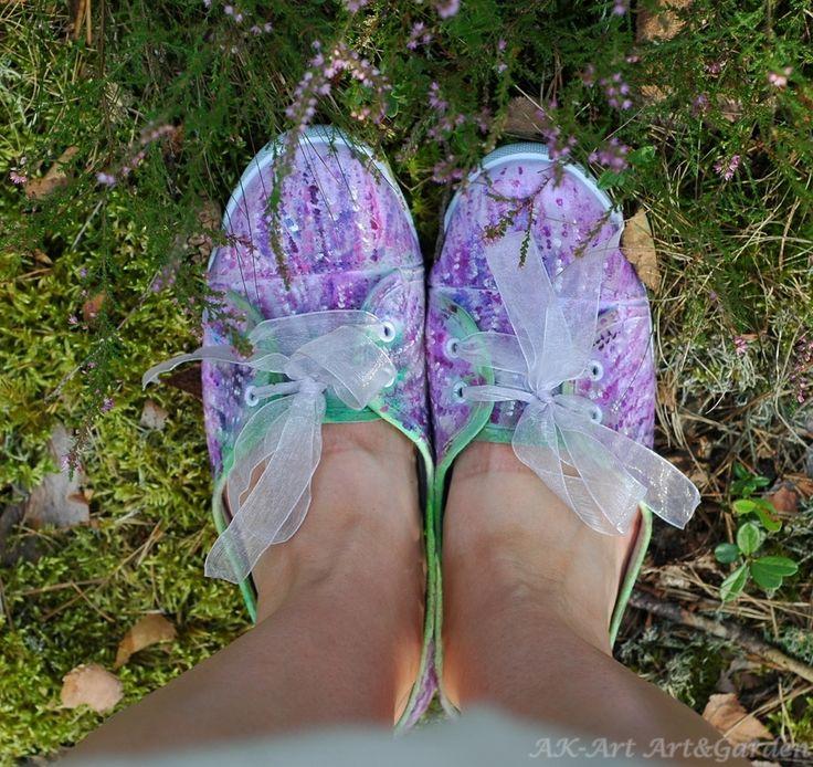 Ręcznie malowane tenisówki - wrzosy> Hand painted sneakers with heather. Handbemalte Turnschuhe mit Heidekraut.