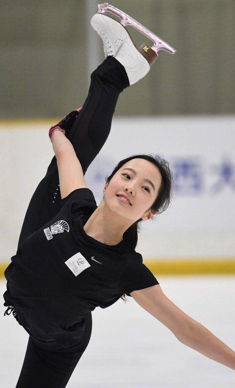 本田真凜がシニアデビューについて「今はわくわく。楽しみな気持ちでいっぱい」と笑顔を見せる。関大リンクで報道陣に練習を公開 | フィギュアスケートまとめ零