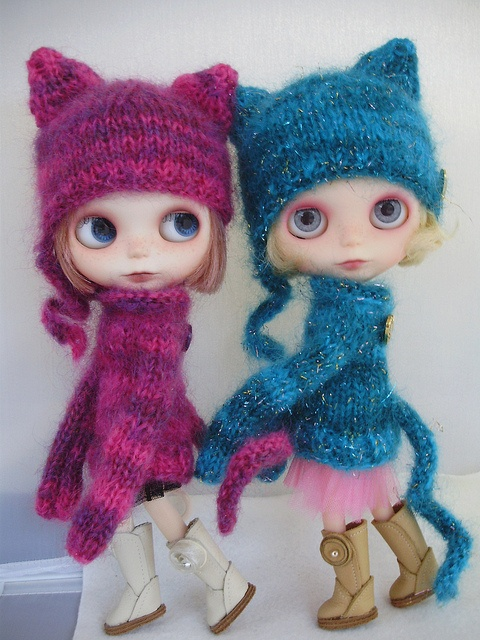 Kitty cat parade - oh those sweaters <3
