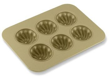 swirl cupcake pan -- this would make my burnt butter cupcakes with sugar icing look really cute!