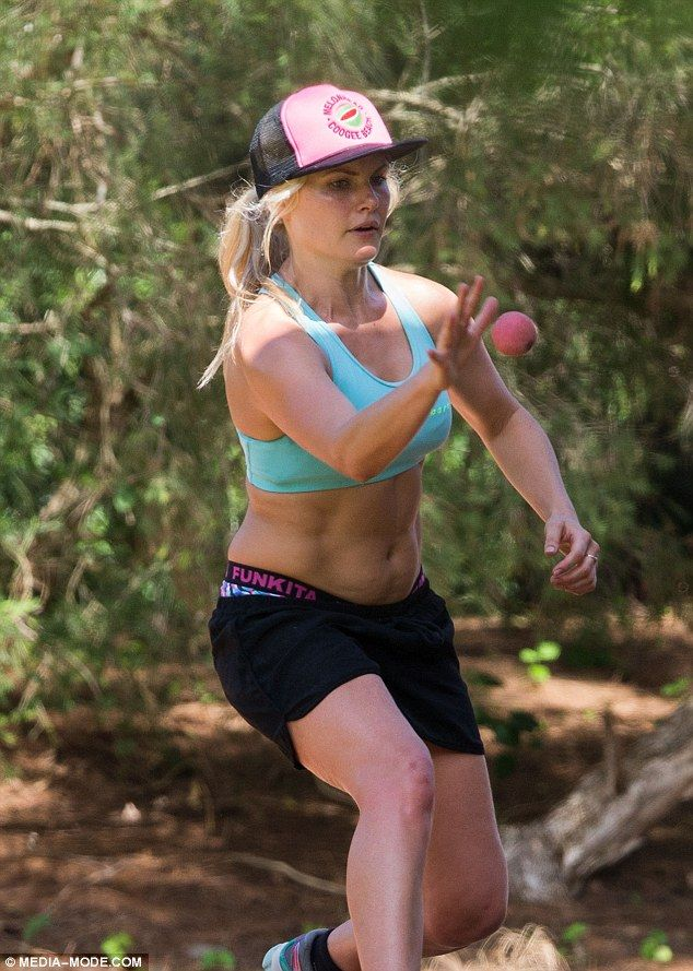 Fit and f-ab! Home And Away actress Bonnie Sveen shows off her muscular mid-section as she played Wall Ball in Sydney earlier this month