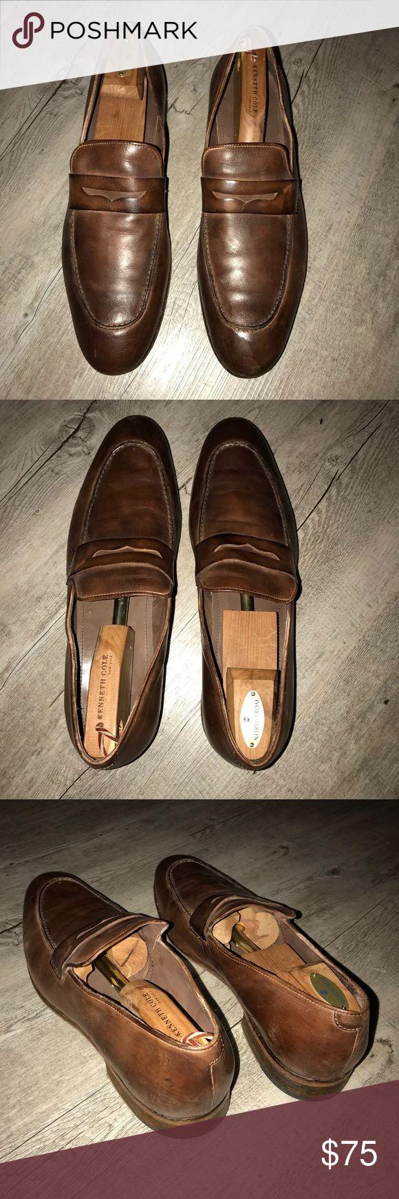 Donald J Pliner Men's Brown Loafer Donald J Pliner Men's Brown Loafer. Amazingly comfortable, sharp-looking dress shoe! Just needs a little polish (see photos). Size 12. Donald J. Pliner Shoes Loafers & Slip-Ons