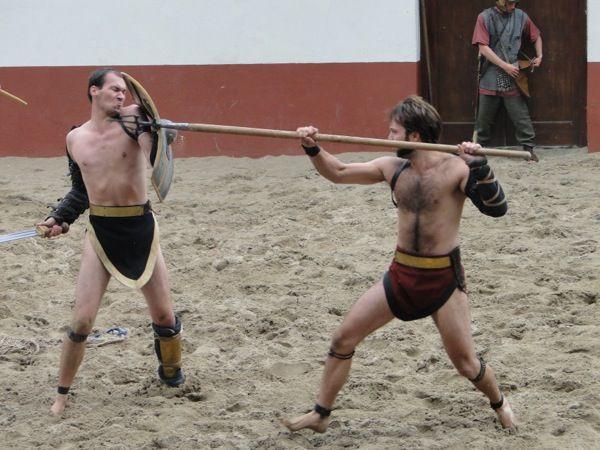 https://www.fijnuit.nl/blog/review-archeon-een-tijdreis-naar-de-middeleeuwen Bekijk spectaculaire gladiatoren gevechten in het Archeon