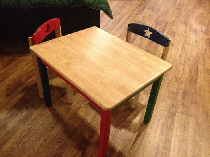 Adorable kids table!  https://www.facebook.com/americanfactorydirect