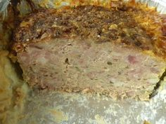Voici une version personnelle du pâté ou de la terrine de campagne. C'est une recette qu'il est intéressant de préparer en assez grande quantité car elle se conserve et se congèle bien. Le secret d'un bon pâté, ce sont les ingrédients bien sur, mais aussi la cuisson.