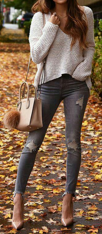 Utiliza tus #jeans rasgados con estas ideas increíbles.   #OutfitIdeas #Outfit #JeansRasgados #Otoño #Fall #StreetStyle