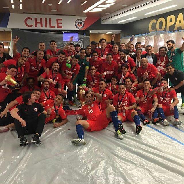 La foto de la selección chilena con la copa ♡♥♥♥♥♥♥♥
