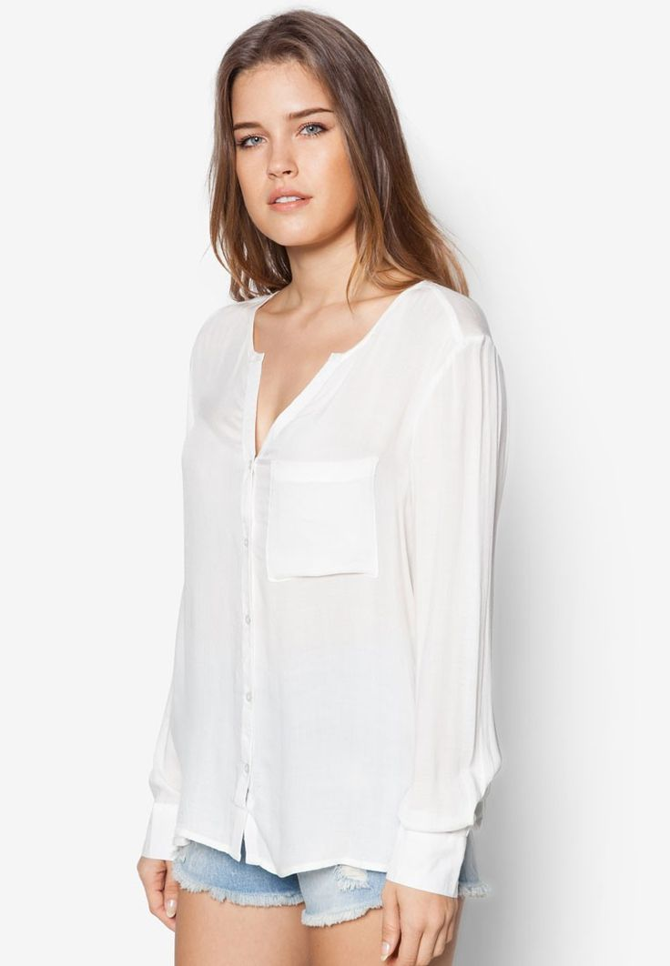 We think you'll love this flowy blouse by Mango. Soft and designed with a feminine colour, let this top be your weekend wear for ultimate comfort.Note: Sizing runs one size larger- Viscose- V-neckline- Long sleeves- 1 chest pocket- Regular fit- Unlined