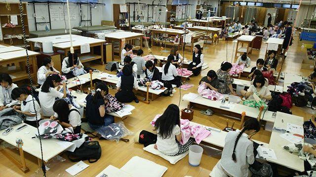 夏の体験会👘第一弾『ゆかた製作』が開催されました🎵たくさんのご参加ありがとうございました🎵今日作った浴衣で花火大会🎆に行かれる参加者さんも。自分で作った浴衣👘をたくさん、着てくださいね☺ 第二弾は『袴製作』です。たくさんのご参加お待ちしてます🎵 #東亜和裁 #toawasai #浴衣 #ゆかた #yukata  #体験会#和裁