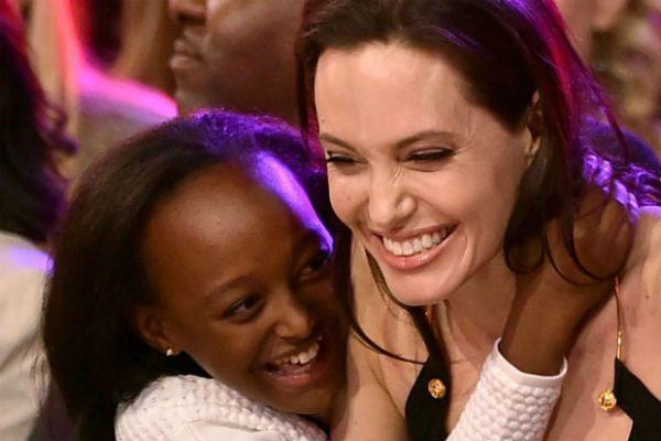 A Dailymail Online-nak exkluzív nyilatkozatot adott Mentewab Dawit Lebiso, aki nem más, mint Angelina Jolie örökbefogadott lányának, a most 13 éves Zaharának a vér szerinti anyukája.   A mélyszegény 31 éves nő, aki a mai napig Etiópiában él, arra kéri a filmsztárt, hogy szerezze meg a kislány...