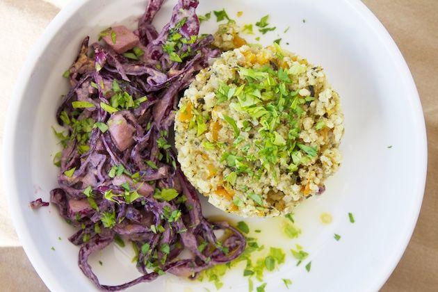 Torentje van gierst, pompoen en spinazie met rode kool en tahindressing | Veganistisch Koken - Blog met plantaardige recepten - vegan webshop - tips over veganisme